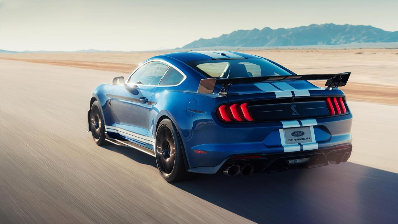 Listen the new shelby gt500 sounds absolutely wild