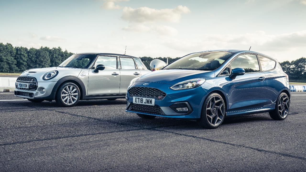 Top Gear drag races: Ford Fiesta ST vs Mini Cooper S   Top Gear