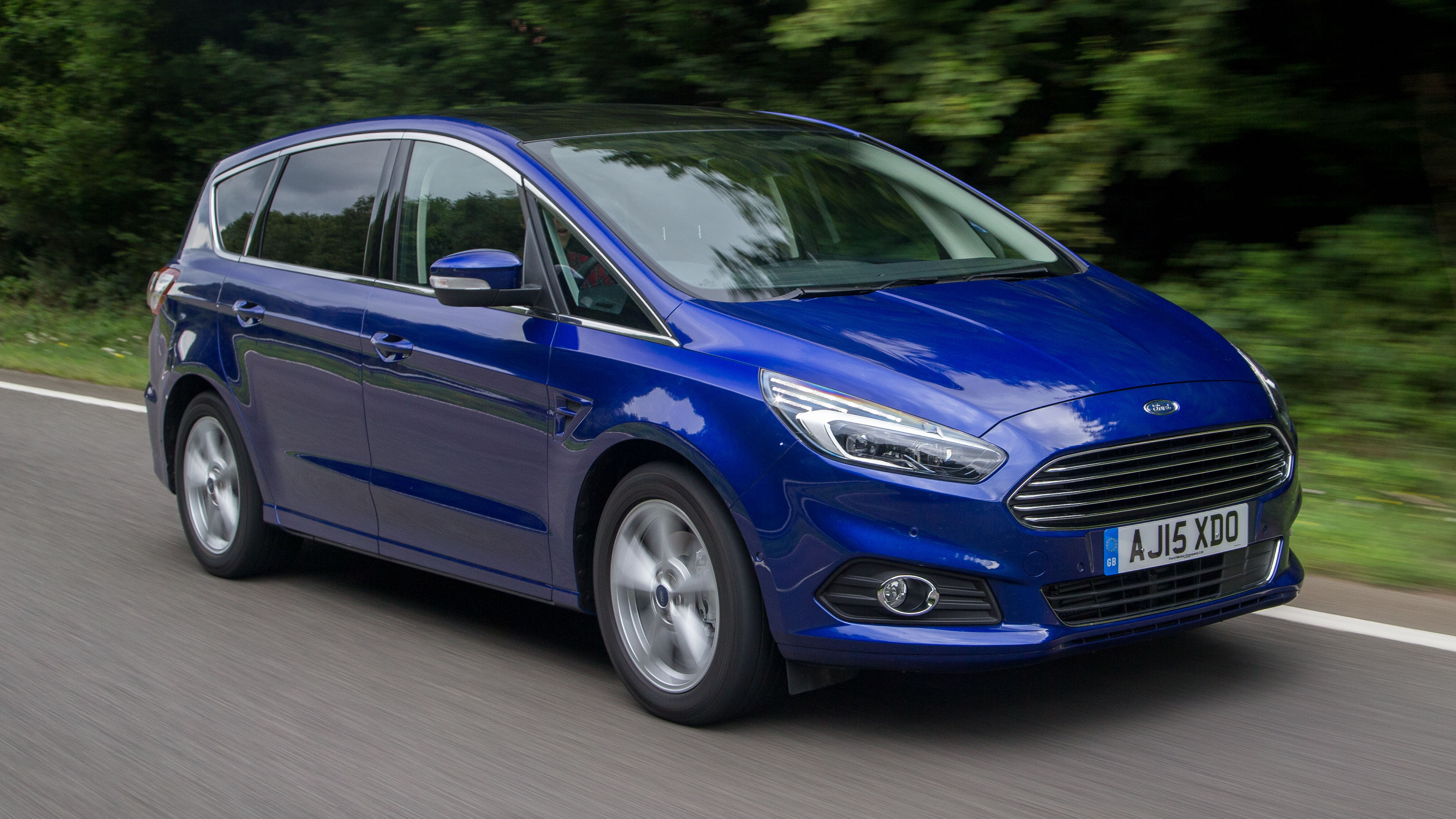 Ford S-MAX front quarter