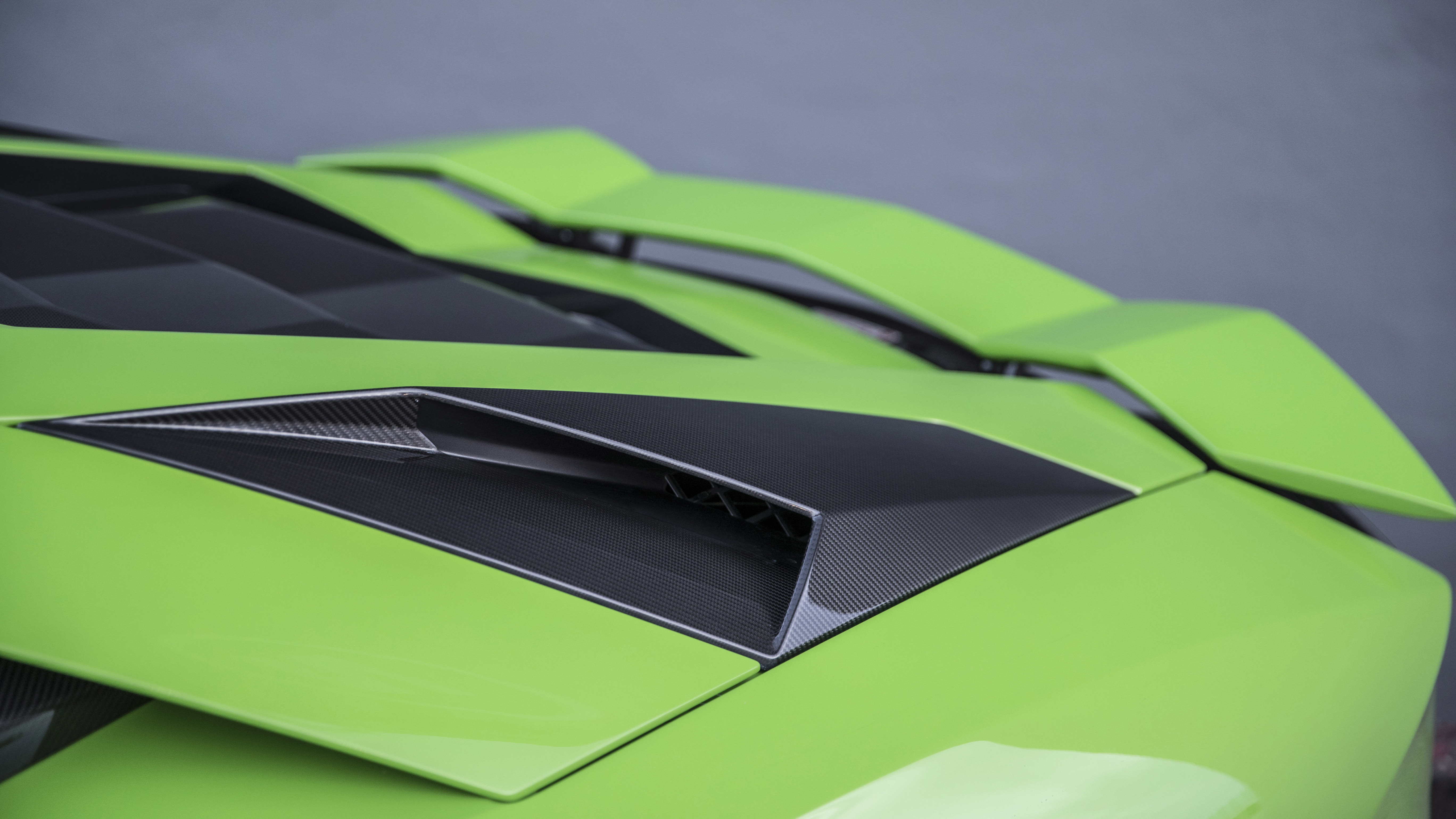 Lamborghini Aventador S rear air vents