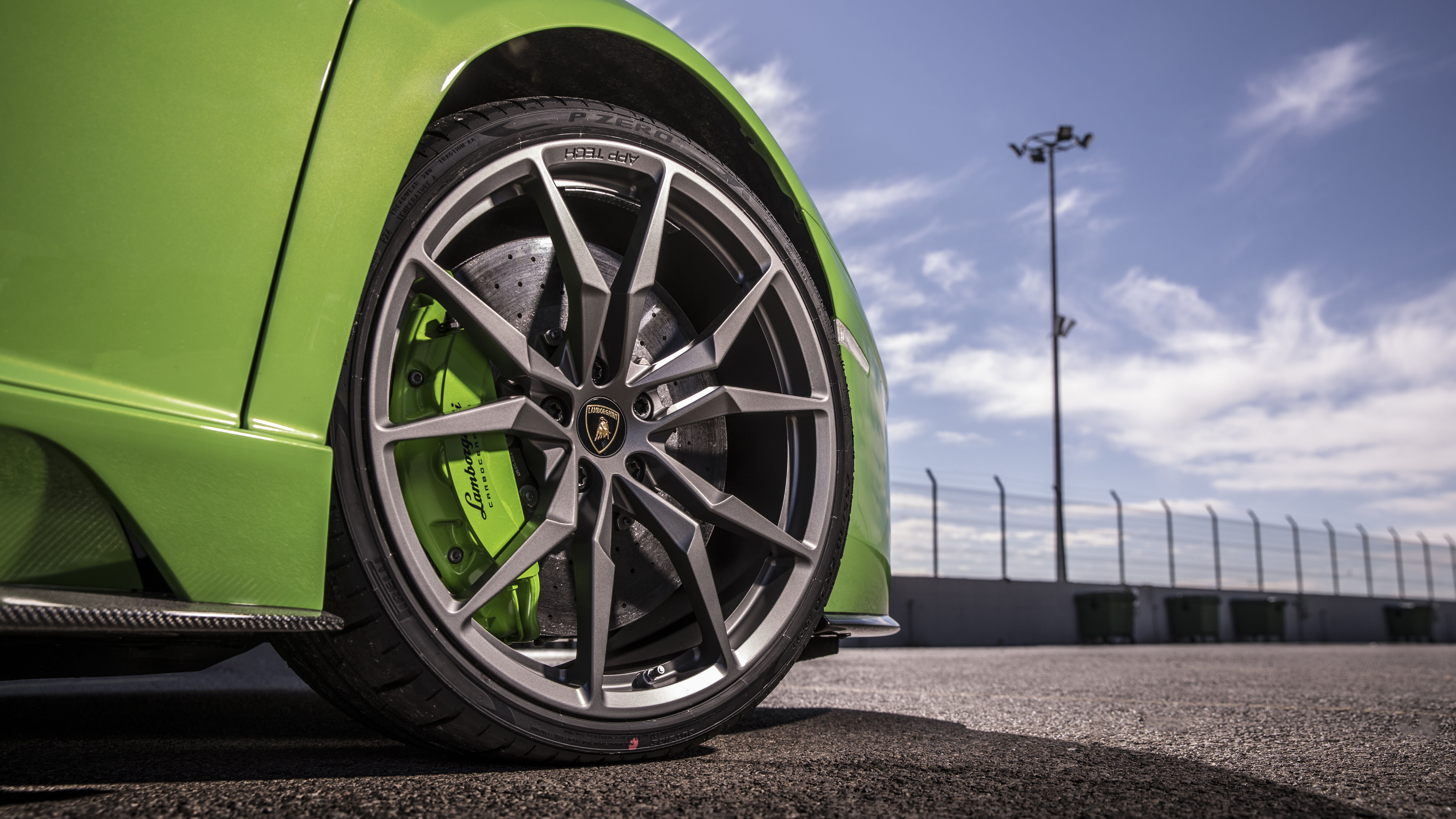 Lamborghini Aventador S wheels