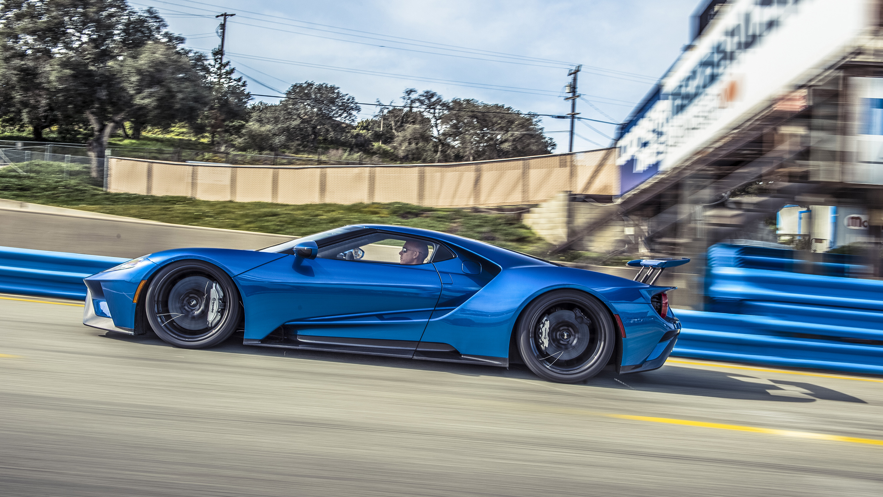 2017 Ford GT side