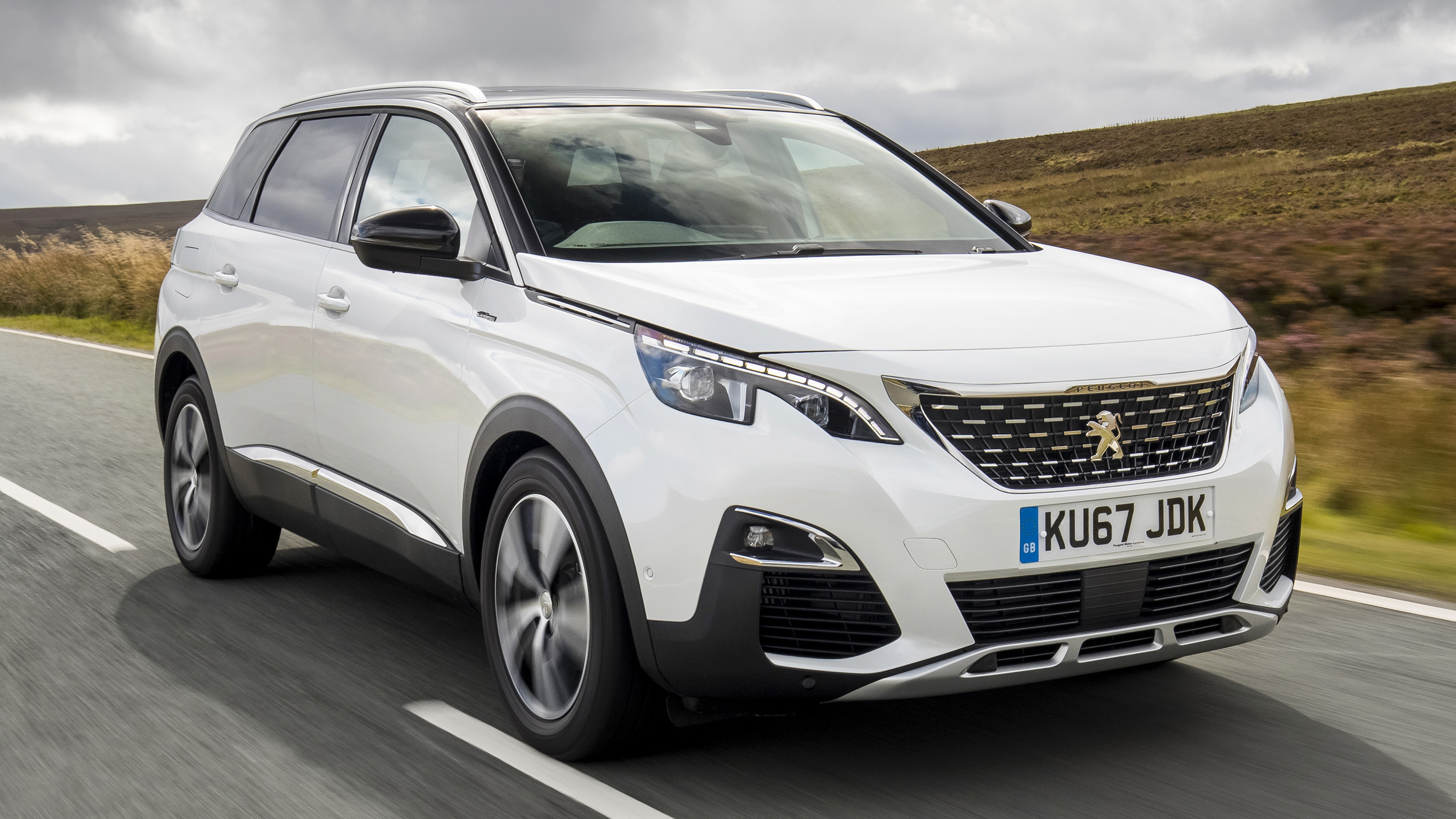 Peugeot 5008 front three quarters