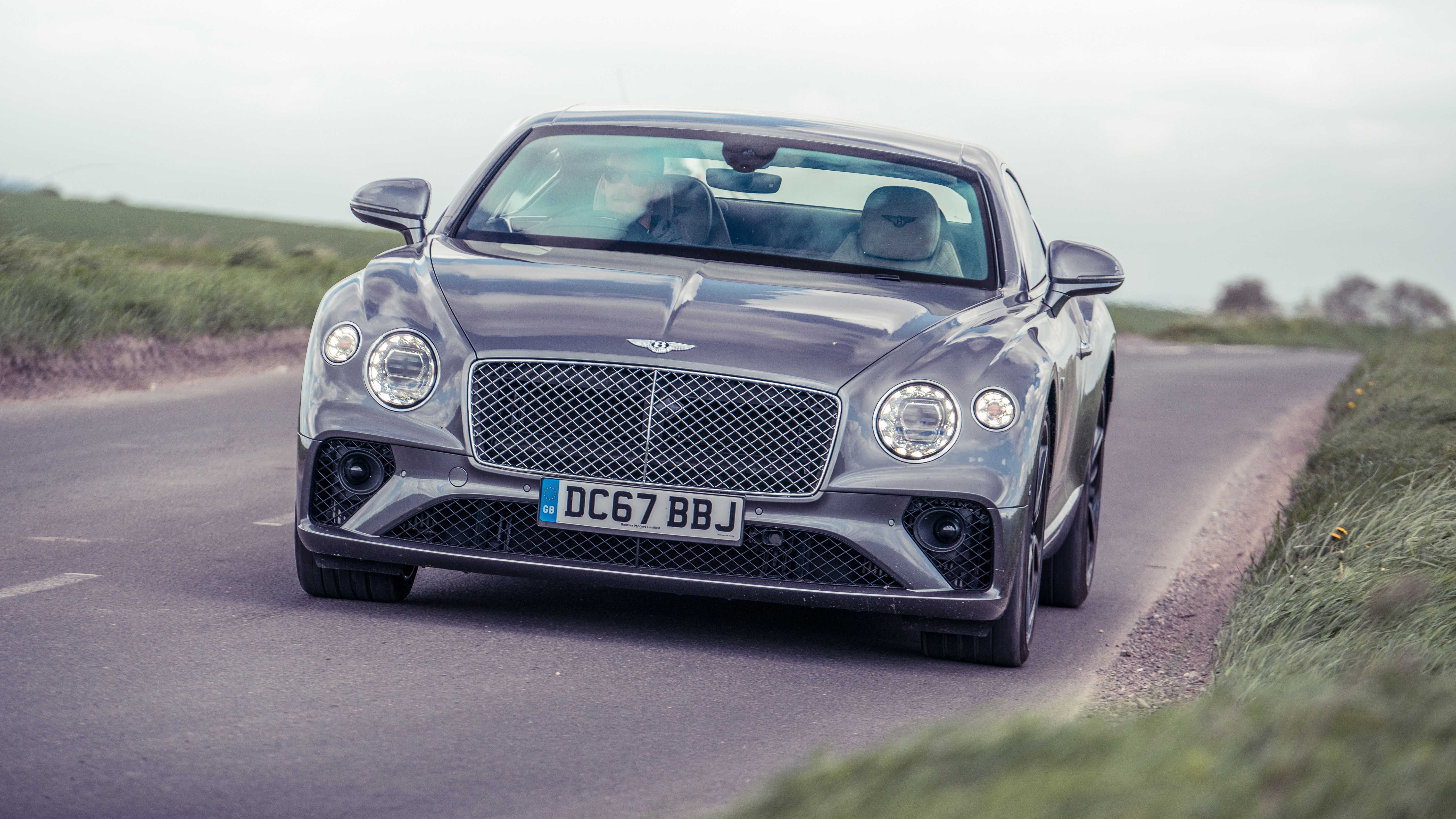 lincoln flying much photos and cars vehicle spur a review is how car bentley drivins