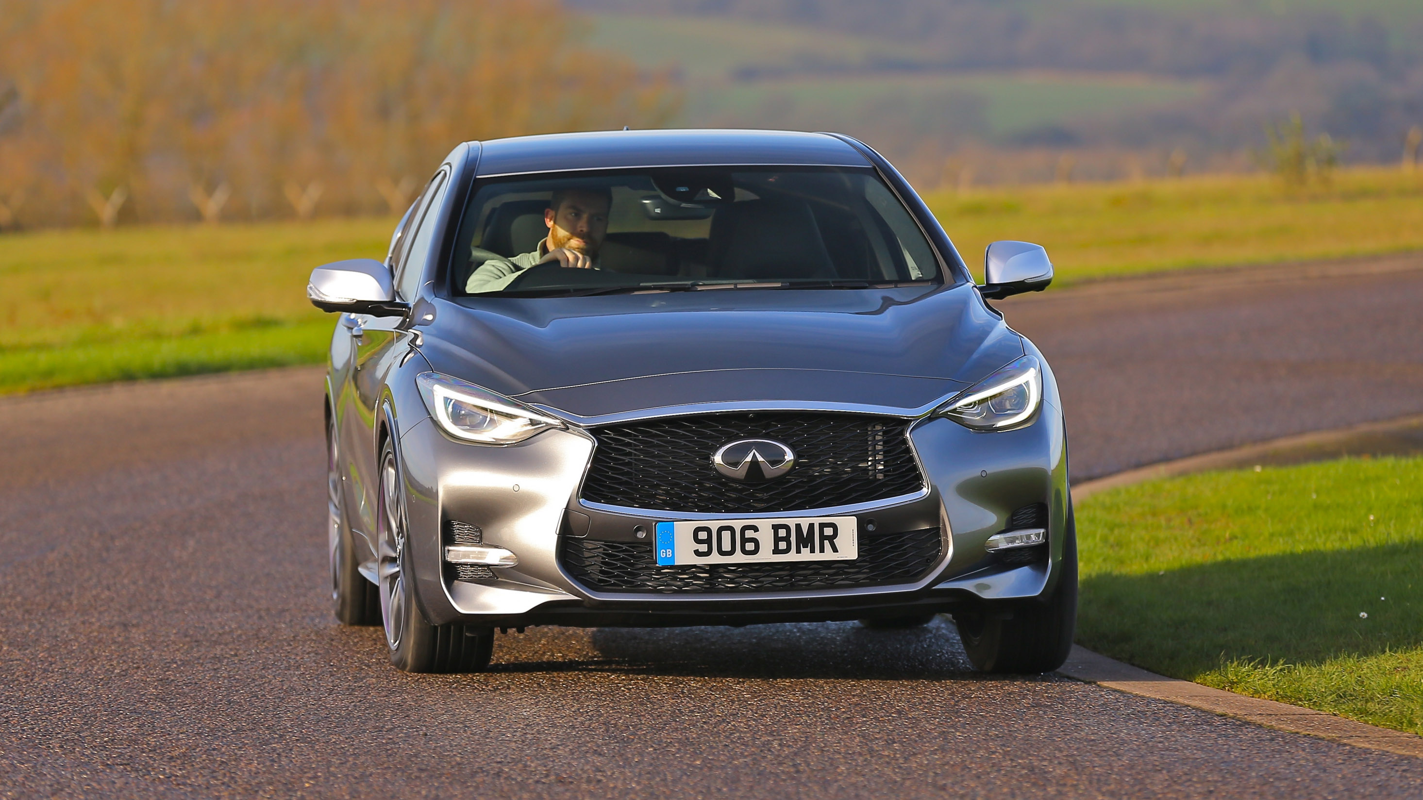 Infiniti Q30 front action
