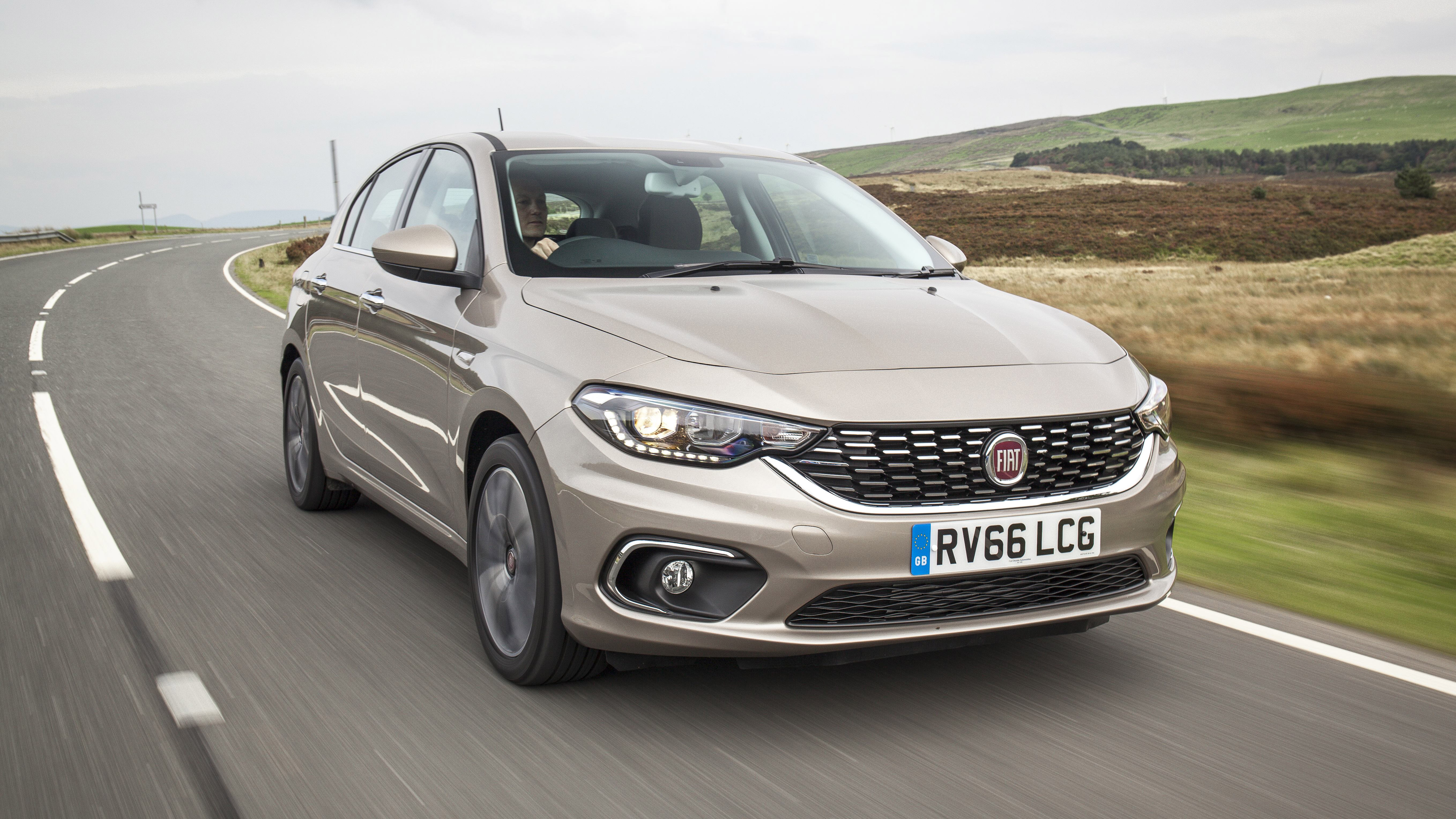 2017 Fiat Tipo front quarter