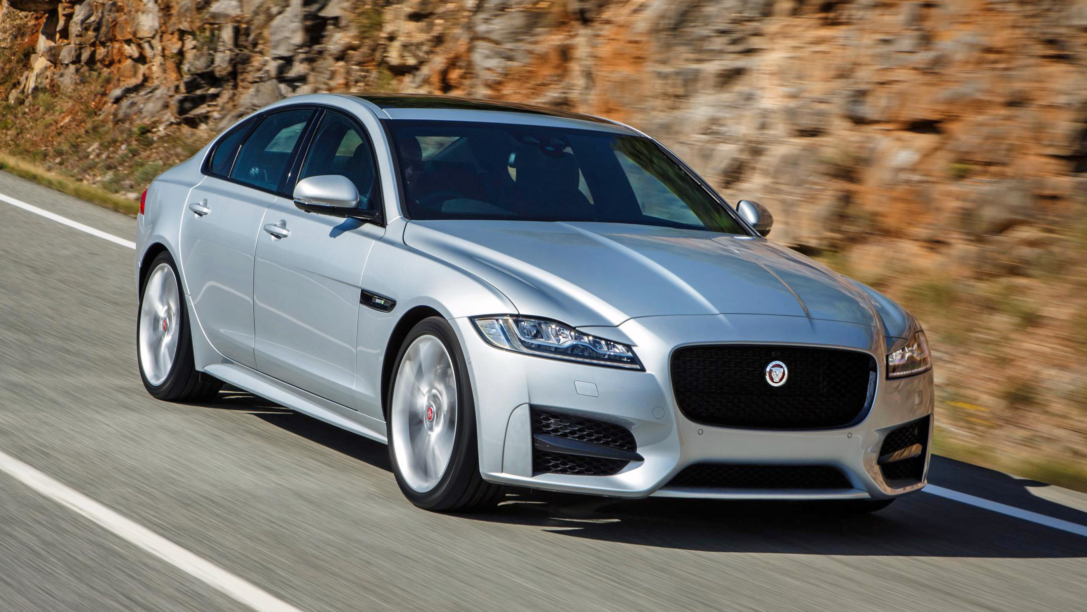 Jaguar XF all-wheel drive review: worth the extra? | Top Gear