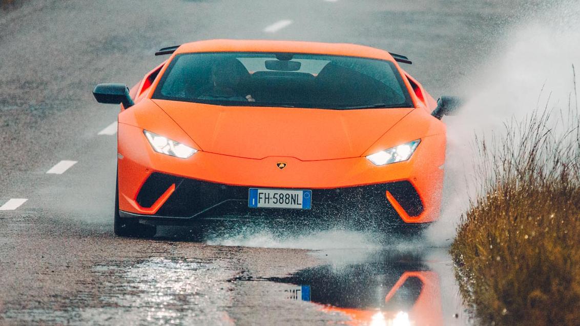 Lamborghini Huracan Performante front action