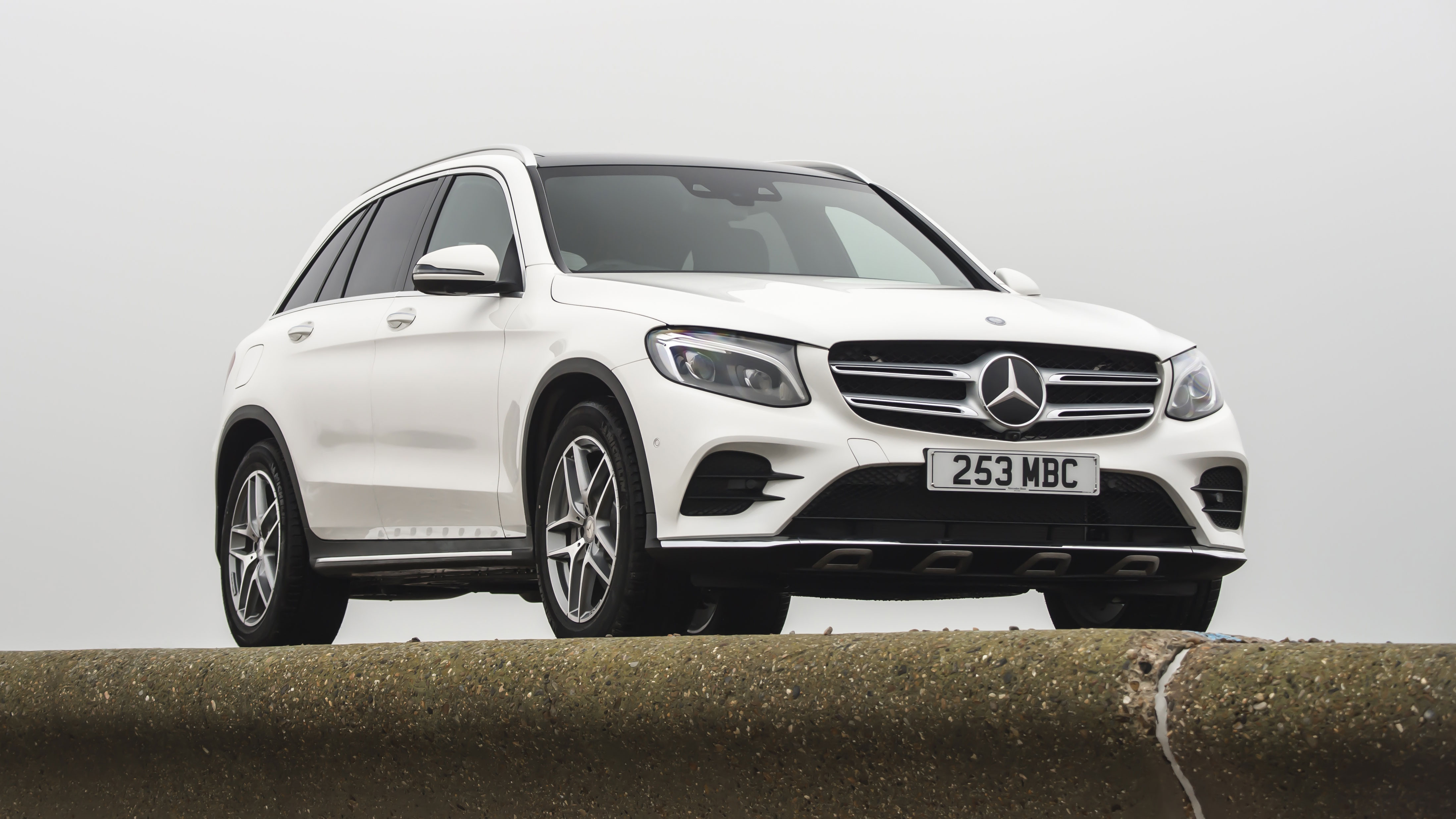 first uk drive mercedes benz glc 250d top gear. Black Bedroom Furniture Sets. Home Design Ideas