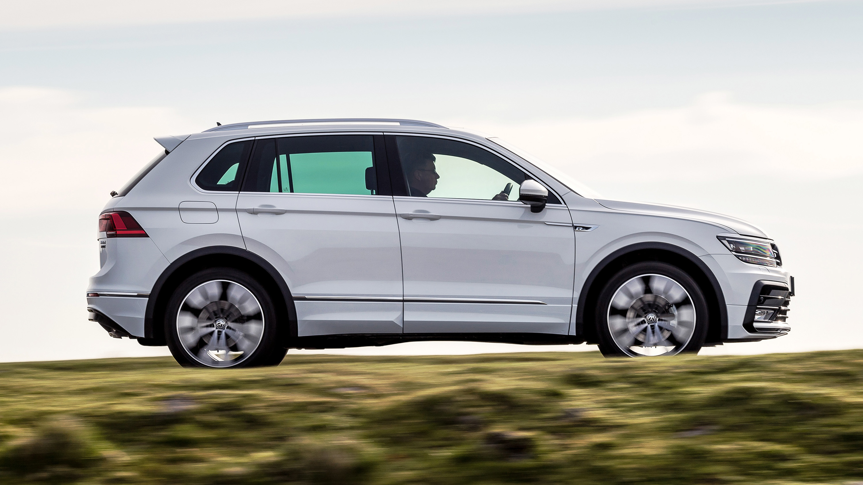 review the volkswagen tiguan r line top gear. Black Bedroom Furniture Sets. Home Design Ideas