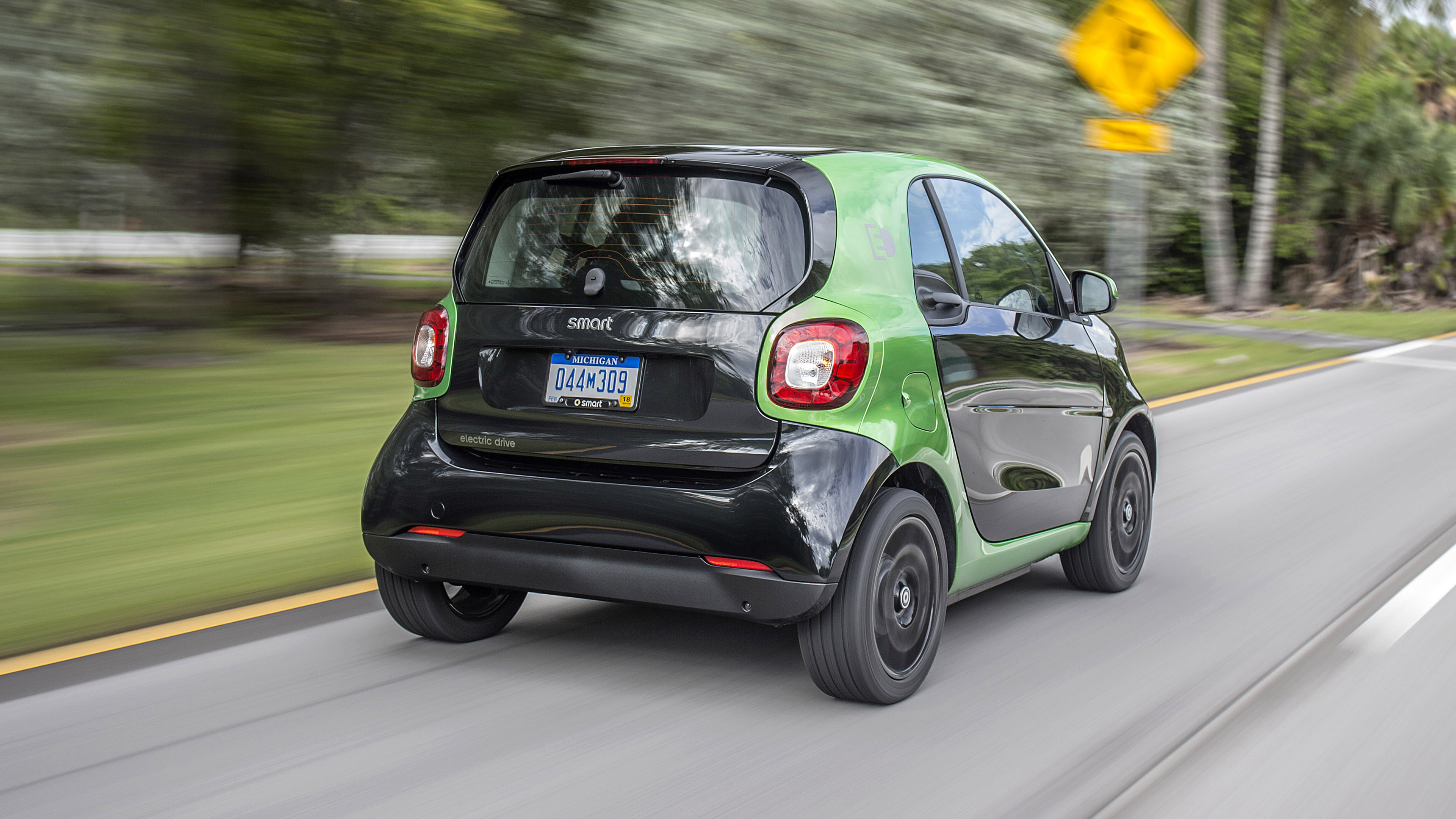 smart fortwo electric drive review ev city car takes on miami top gear. Black Bedroom Furniture Sets. Home Design Ideas