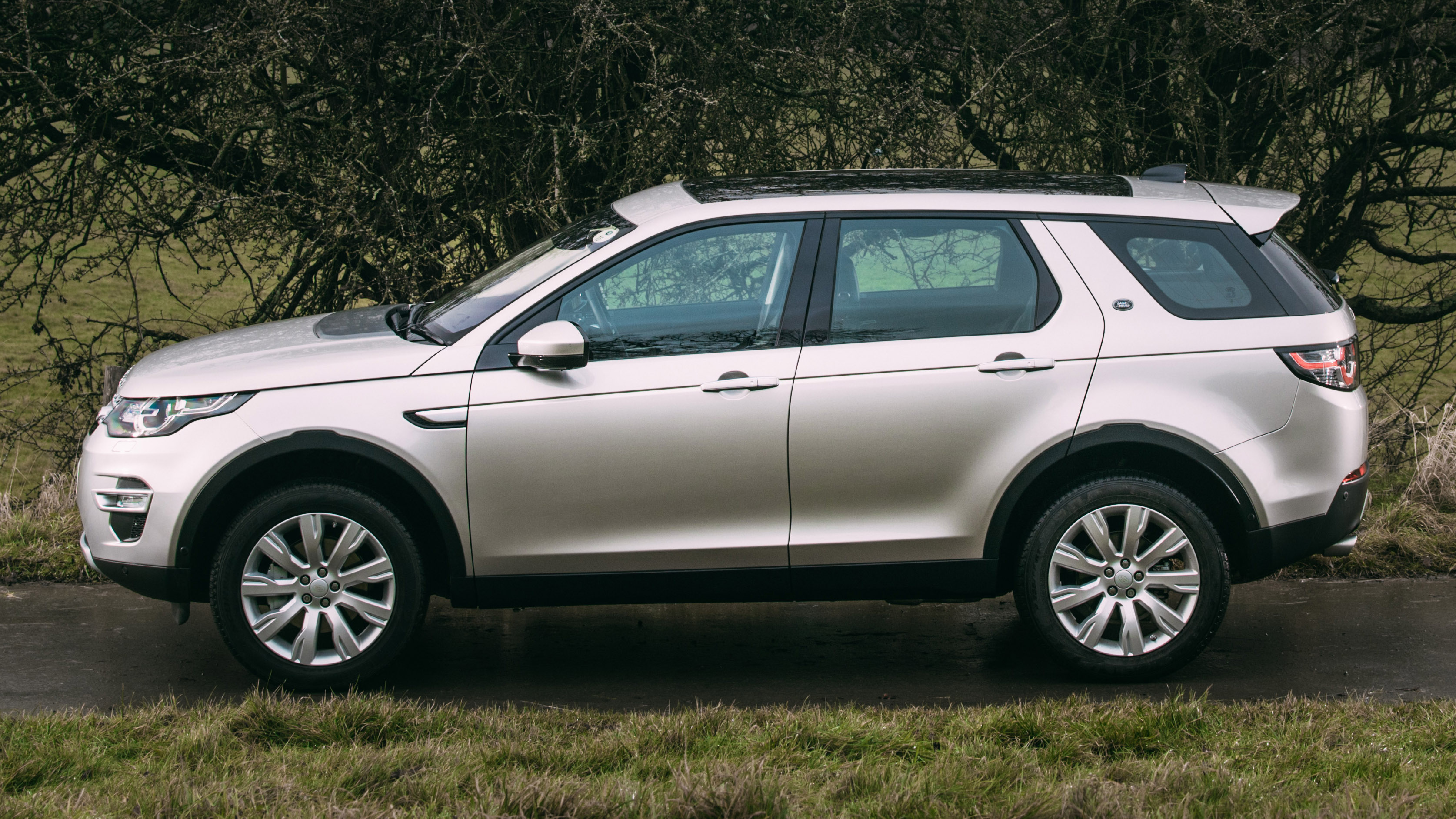 land rover discovery sport 2017 review top gear. Black Bedroom Furniture Sets. Home Design Ideas