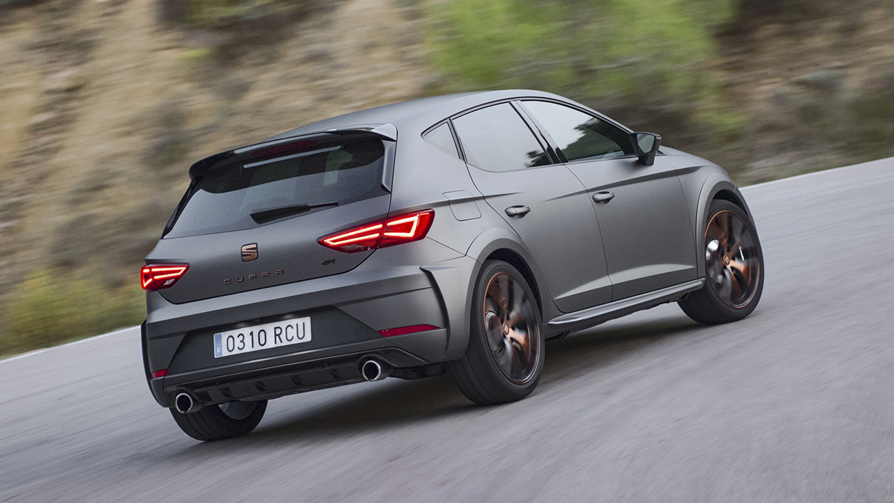 seat leon cupra r review most potent leon yet driven top gear. Black Bedroom Furniture Sets. Home Design Ideas