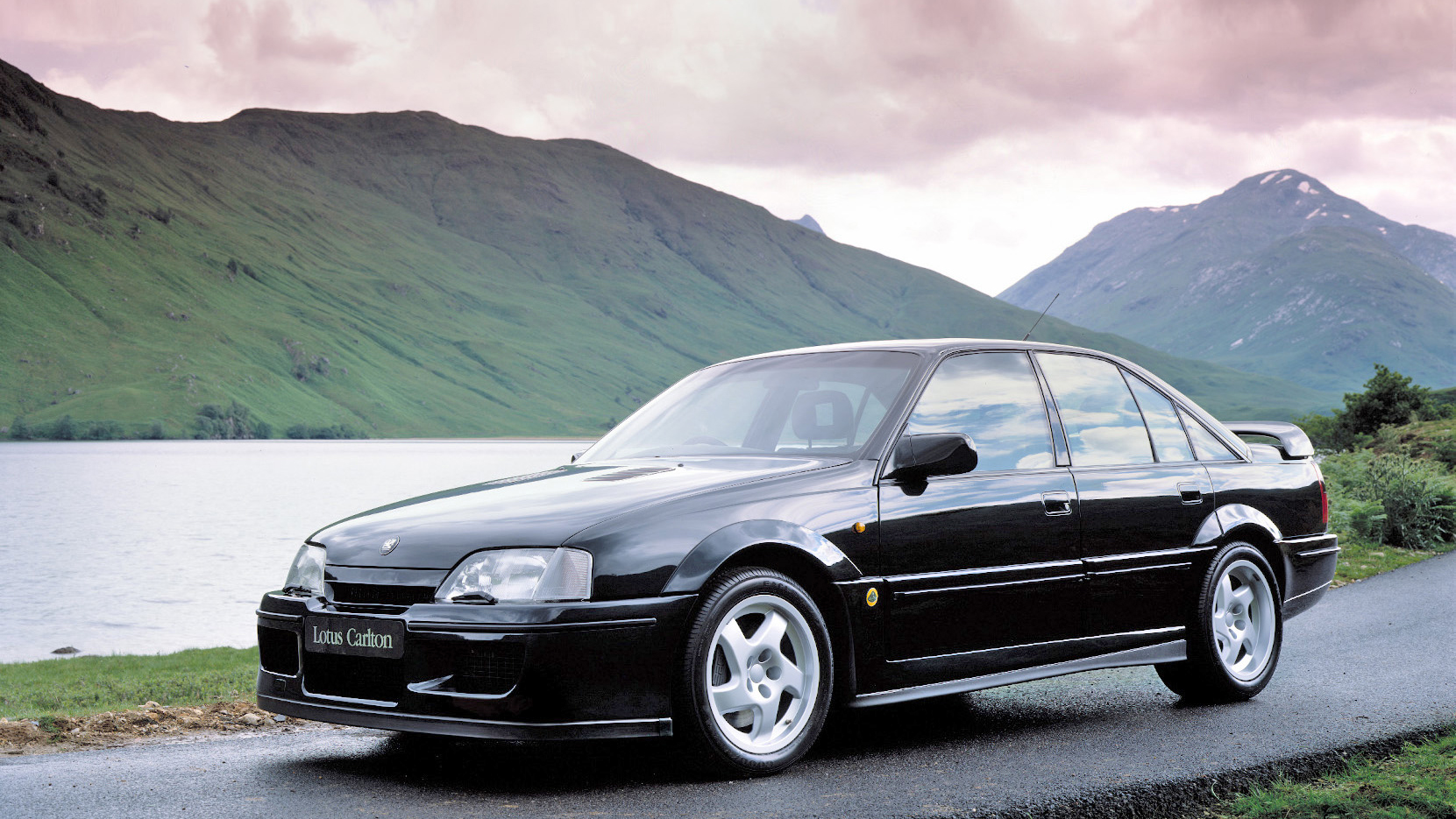 photo of the day lotus carlton the sports saloon hero. Black Bedroom Furniture Sets. Home Design Ideas