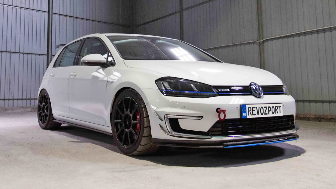 Revozport VW e-Golf race car