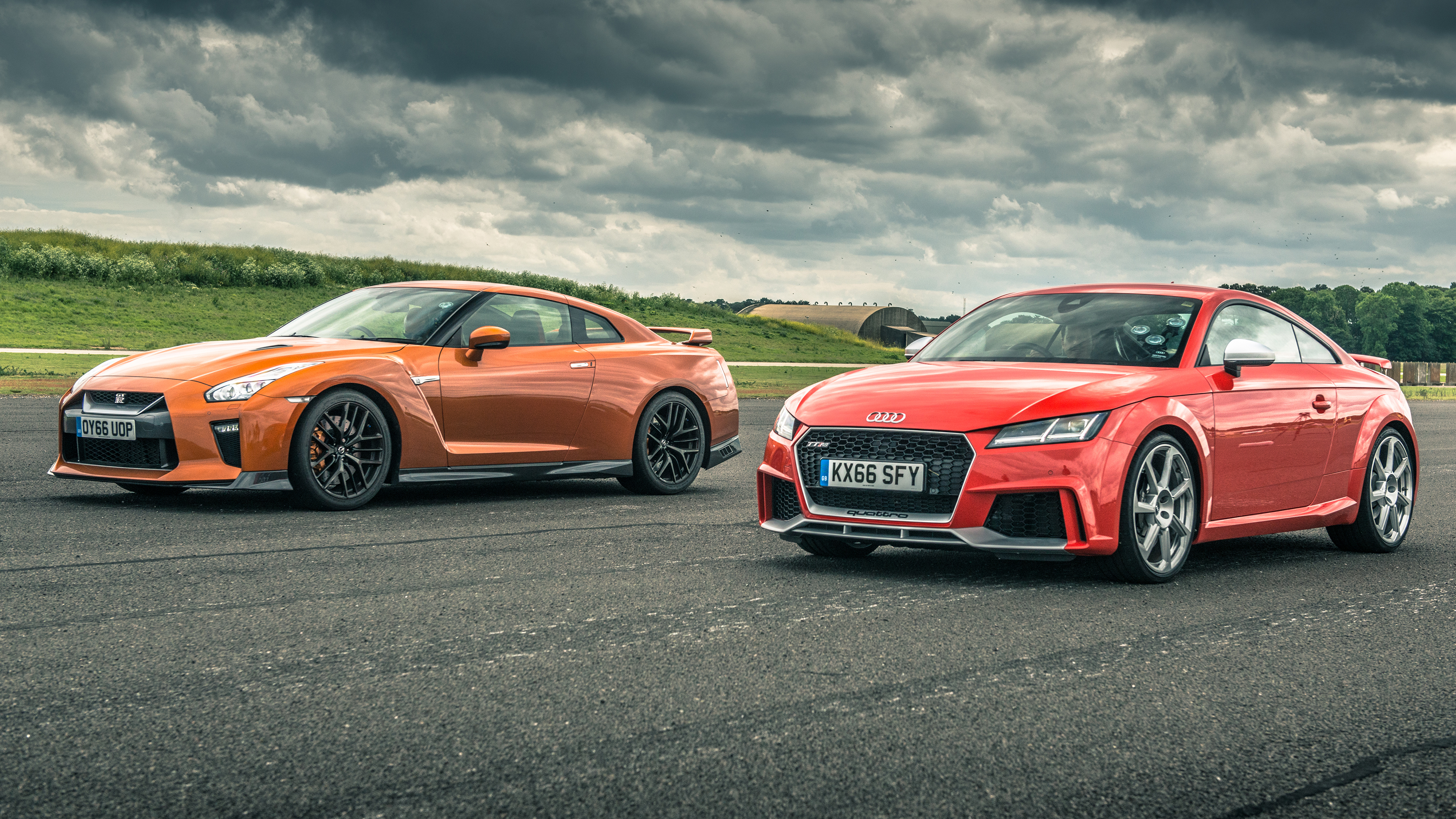 Nissan GTR vs Audi TT RS drag race