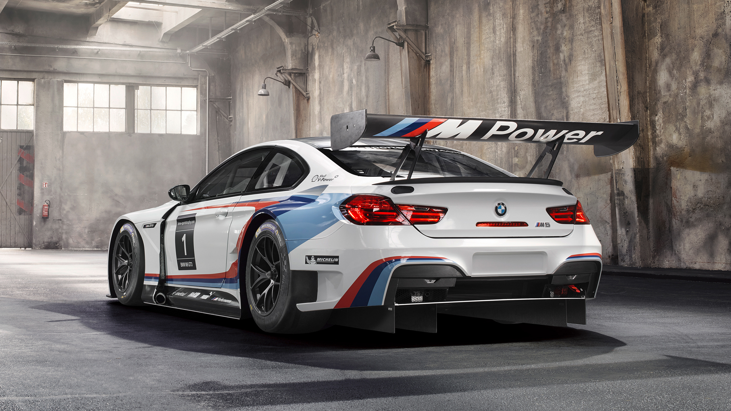 The Bmw M6 Gt3 Is A Big Winged Beast Of A Race Car Top Gear