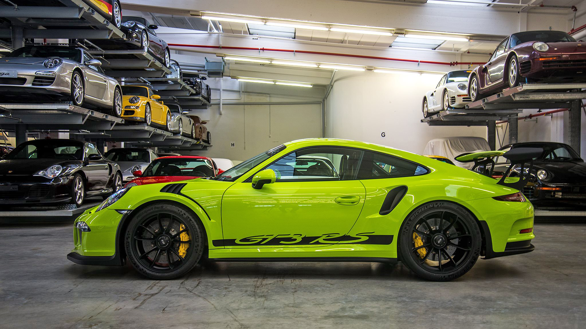 This Is A Lairy Green 911 Gt3 Rs With Those Decals Top Gear