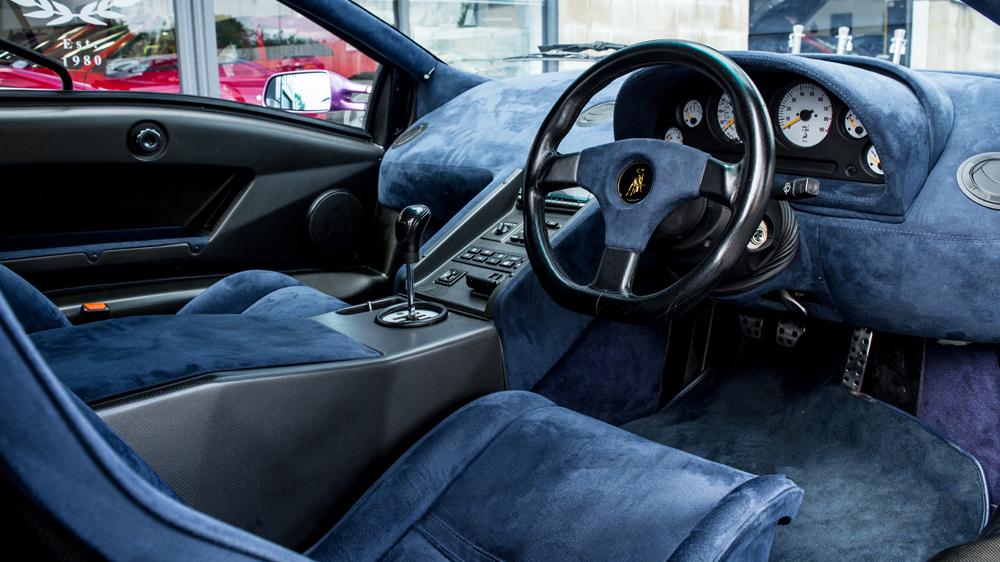 Lamborghini Diablo SE30 interior