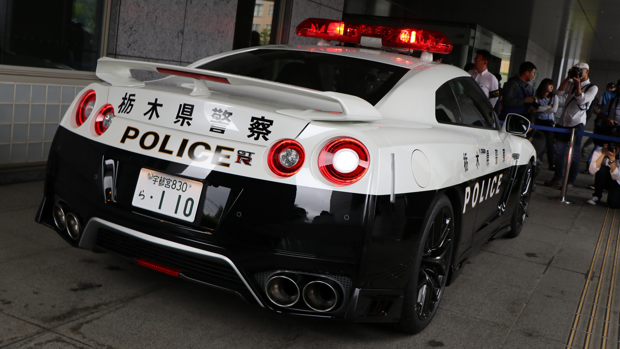 be afraid of japan 39 s new nissan gt r police car top gear. Black Bedroom Furniture Sets. Home Design Ideas