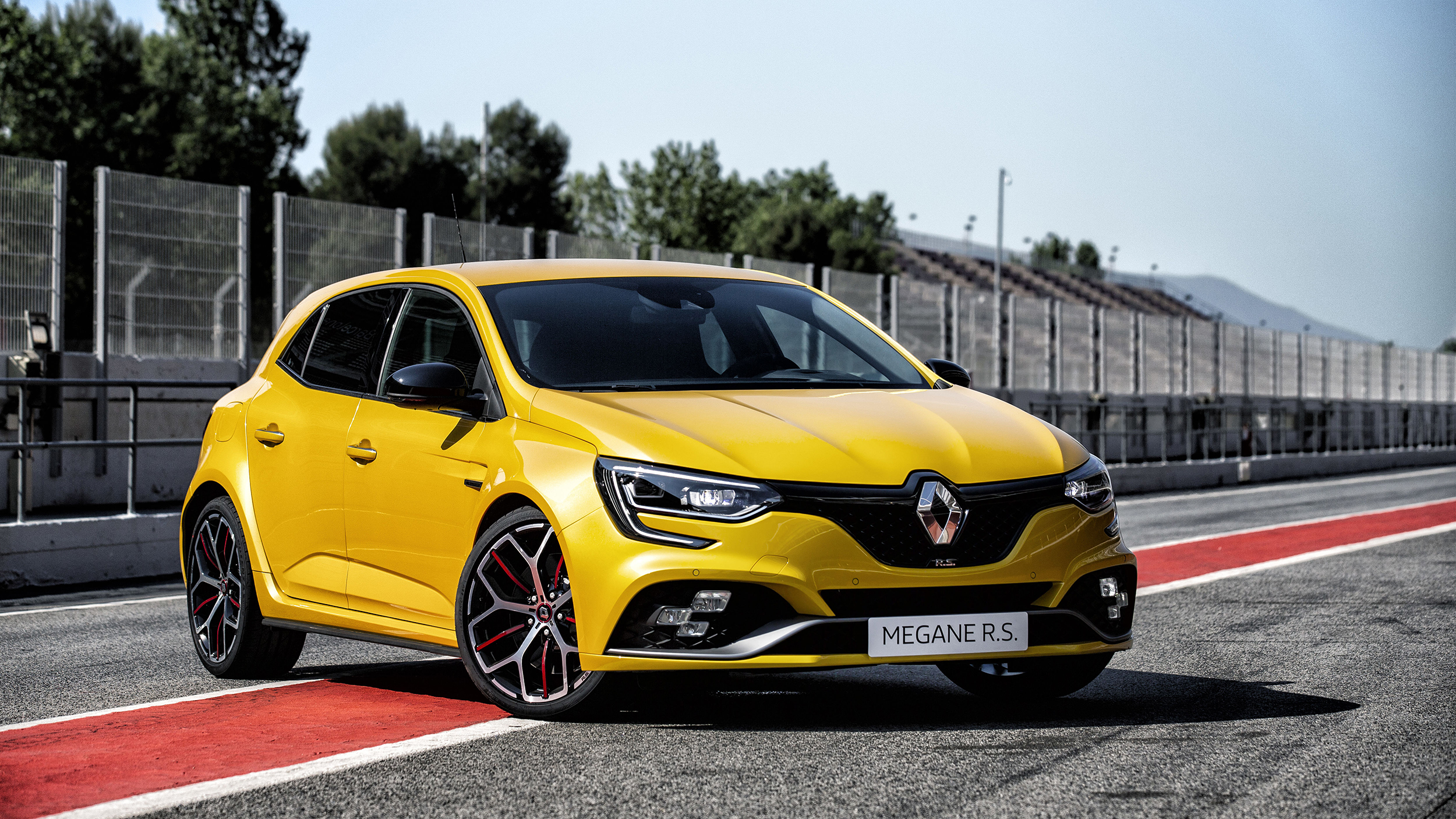 The New Renault Megane Rs Trophy Has 296bhp And Bucket
