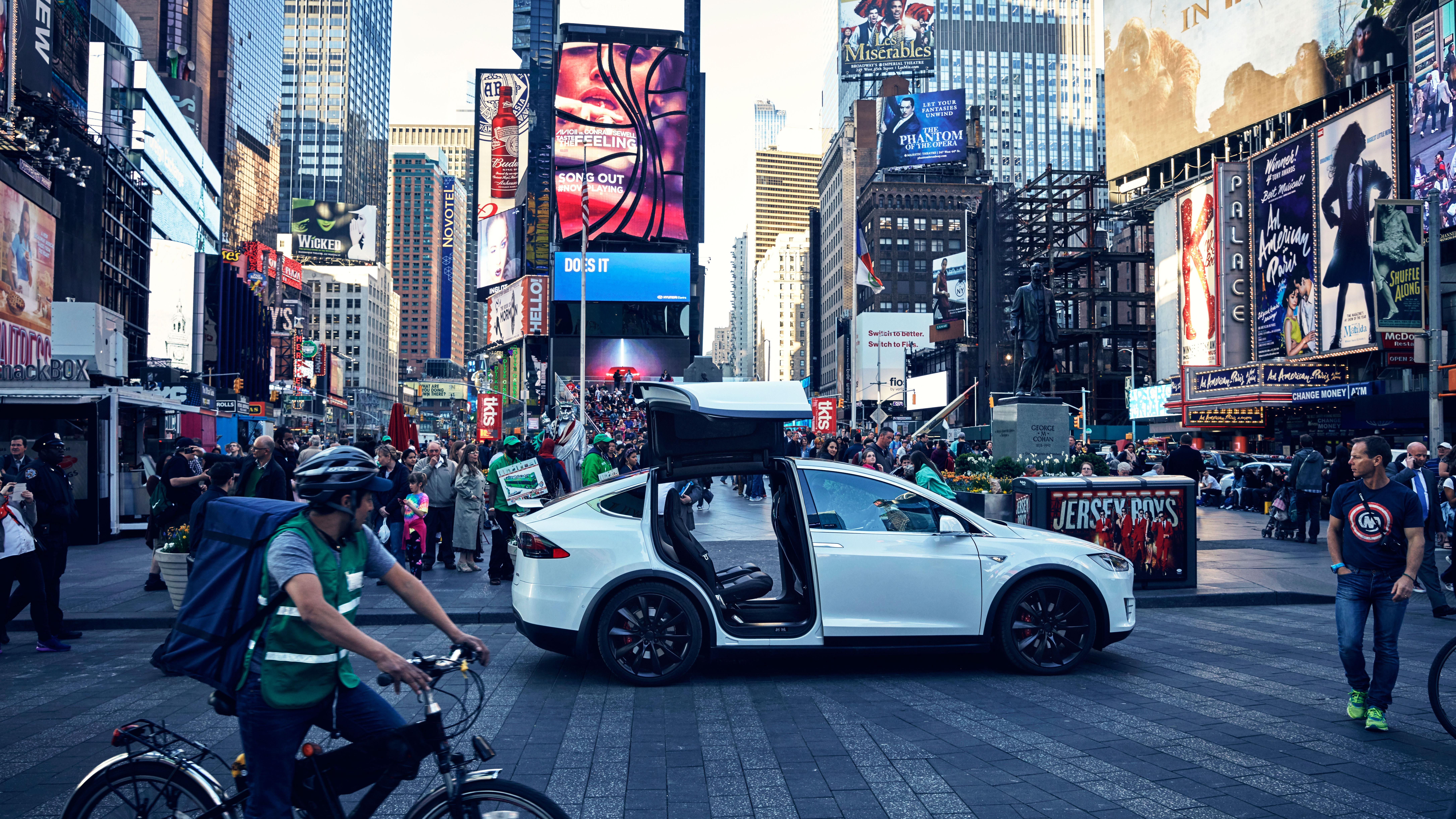 Tesla Model X New York side