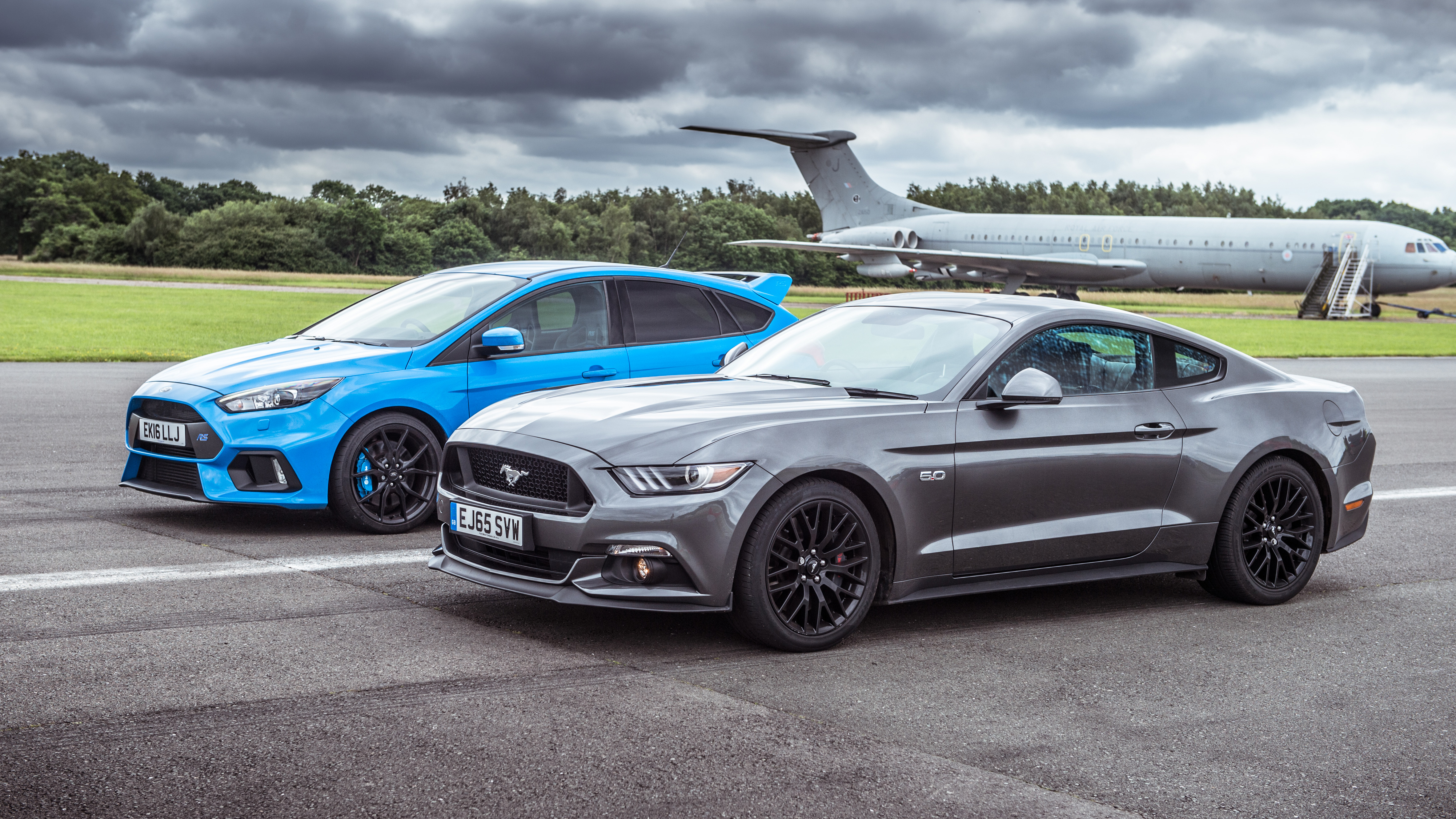 top gear drag races ford mustang vs ford focus rs top gear. Black Bedroom Furniture Sets. Home Design Ideas